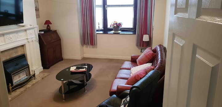 Cleethorpes sea front, spacious 2 bed GF apartment