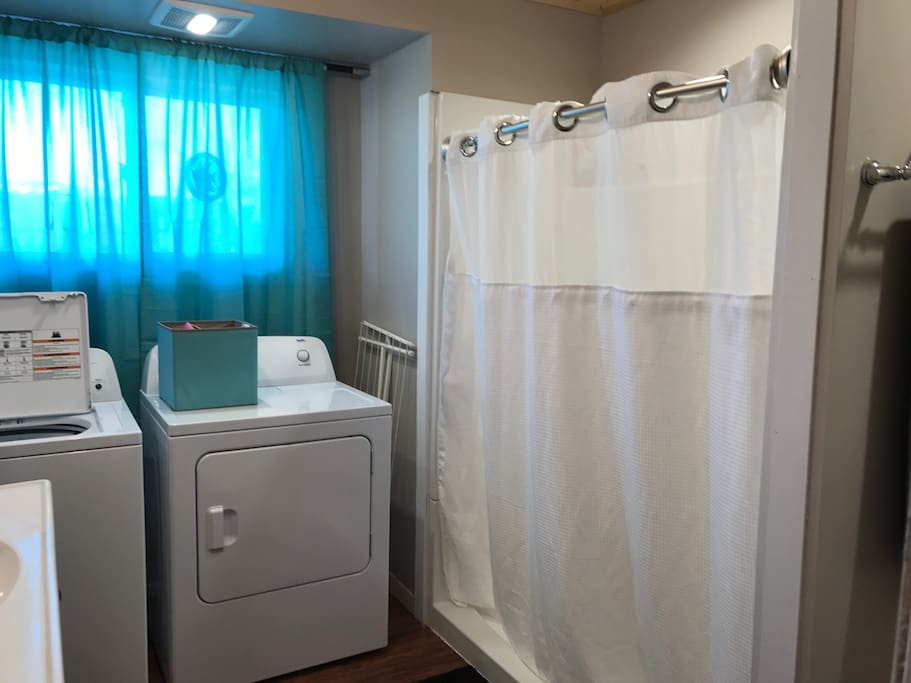 Washroom w/ laundry