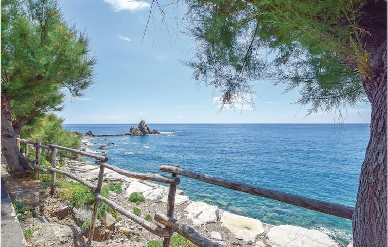 Holiday apartment with 1 bedroom on 60m² in Moneglia (GE)