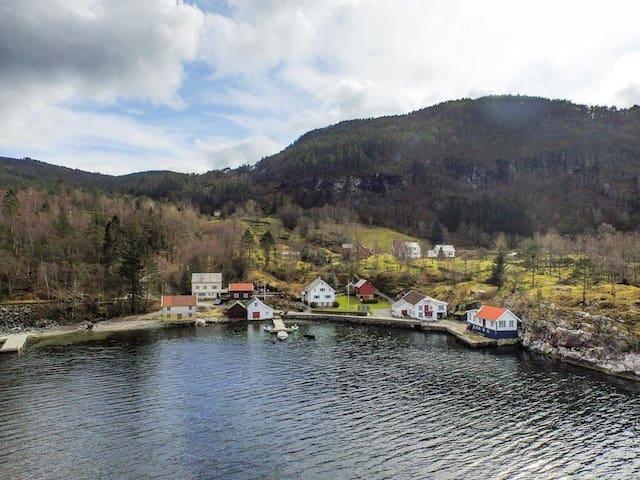 Stort hus ved sjøen - Suldal - Chalet