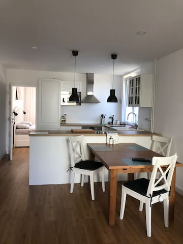 Newly refurbished cute apartment near by airport