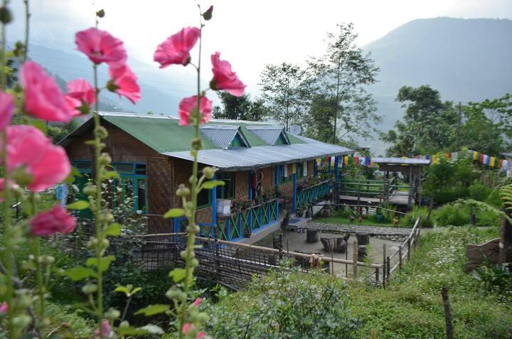Daragaon Village Retreat (Gurung Homestay)