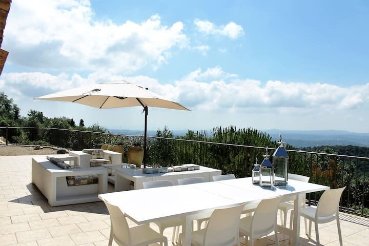 Villa amazing sea view, large pool, culture, golf. - Châteauneuf-Grasse - Bed & Breakfast