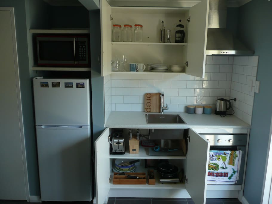 Fully equipped kitchen, there is a single portable hotplate for cooking on, stored under the sink.