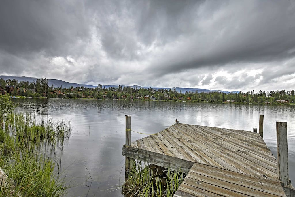 The house is situated on beautiful Columbine Lake waterfront.
