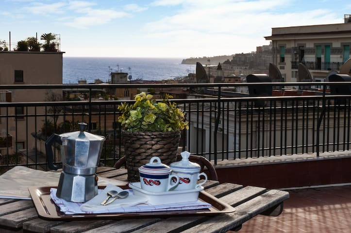 terrazzo privato per il tuo breakfast / your private roof top for your breakfast with Napolitan moka and free ground coffee