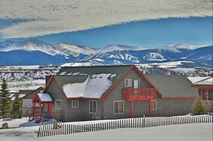 NEW! Panoramic Mountain Views - with Hot Tub