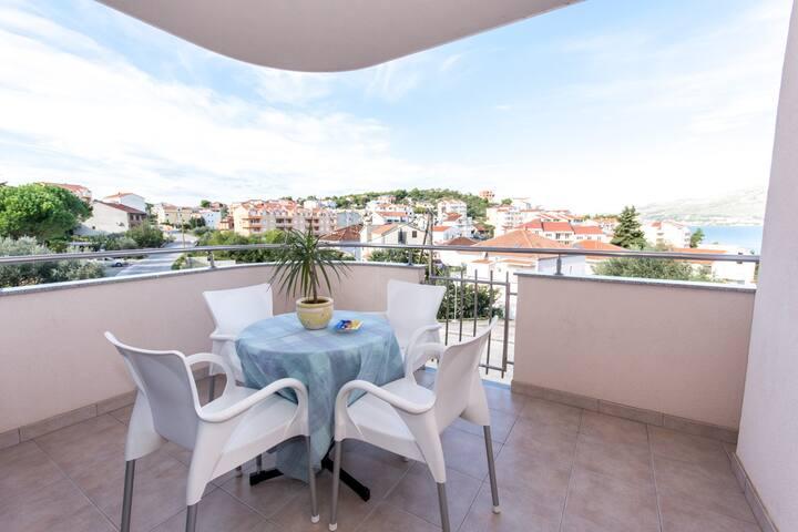Apartment Lero A1 - Okrug Gornji