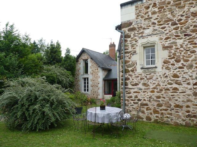 ancien presbytère du XVI ème siècle - Blaison-Gohier - Huis