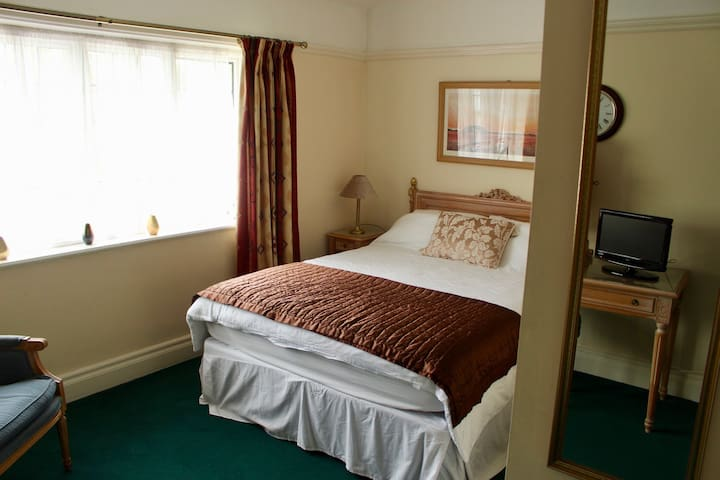 The George Inn Middle Wallop Room