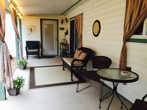 Spacious Suite Close to Town