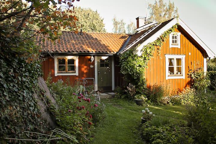 Charmig stuga, Gustavsberg, Himmelsby - Mantorp - Σπίτι
