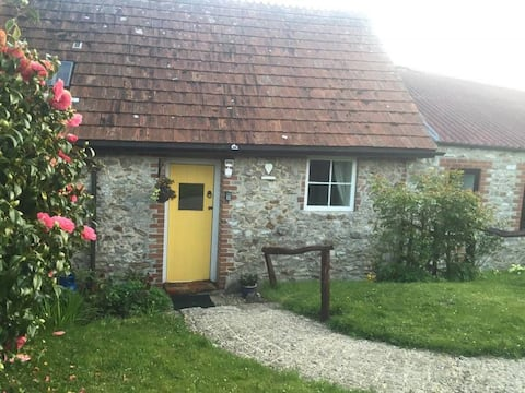 * Jurassic coast, Swallow Cottage - Access to Indoor Pool & Dog friendly