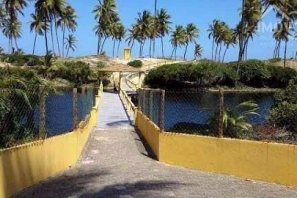 acesso  do condominio  direto para a praia com guarita e segurança  na entrada.