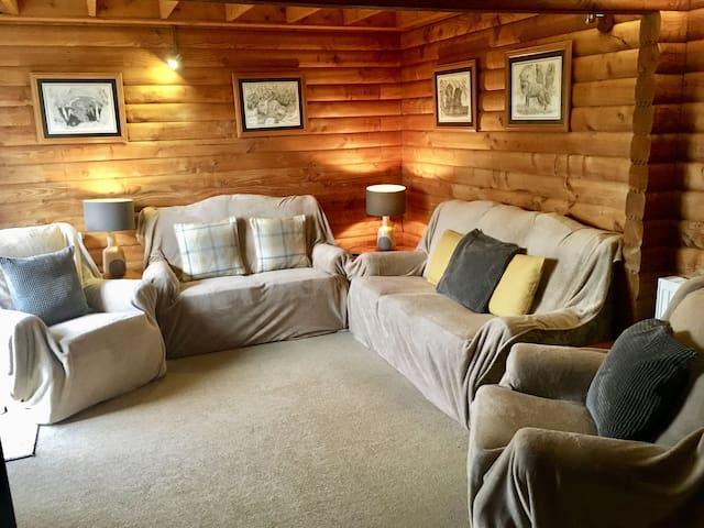 7 - Chalet De Joy, Barend Holiday Lodges, with free swimming, sauna & golf.