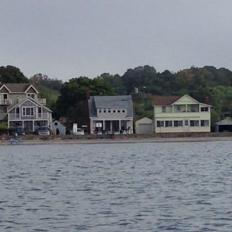 Cozy ocean front cottage - Westbrook - Casa