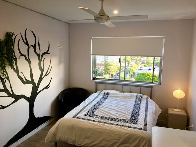 Modern Penthouse- Heart of Woolloongabba 1 Bedroom