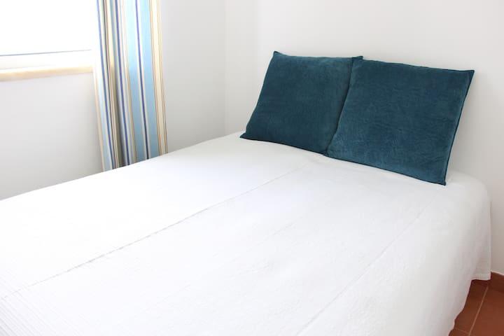 Quarto casal- Piso superior double bedeoom 1st floor