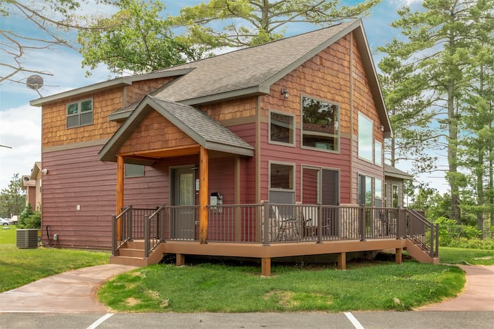 Leech Lake Cabin/Two Private Decks and a Four Season Porch with a Lake View!