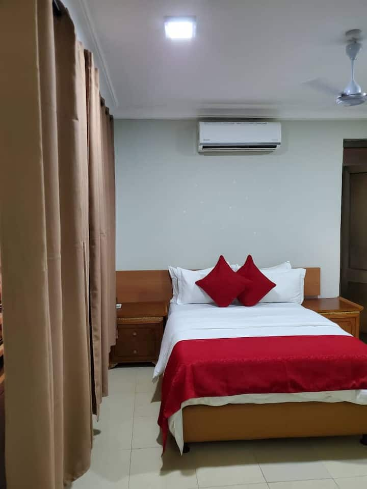 1 room in East Airport (Near Palace mall)