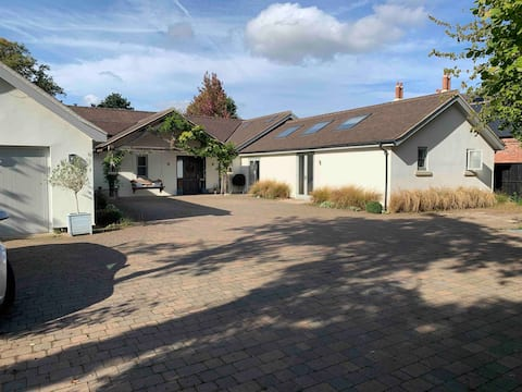 Littleover - Beautiful self catering space.
