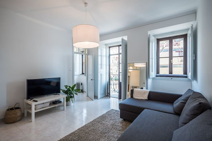 Maria's 5th Avenue | Downtown OpenSpace Apartment
