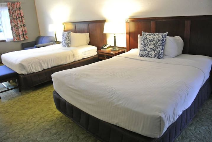 Standard Room with 2 Queen Beds