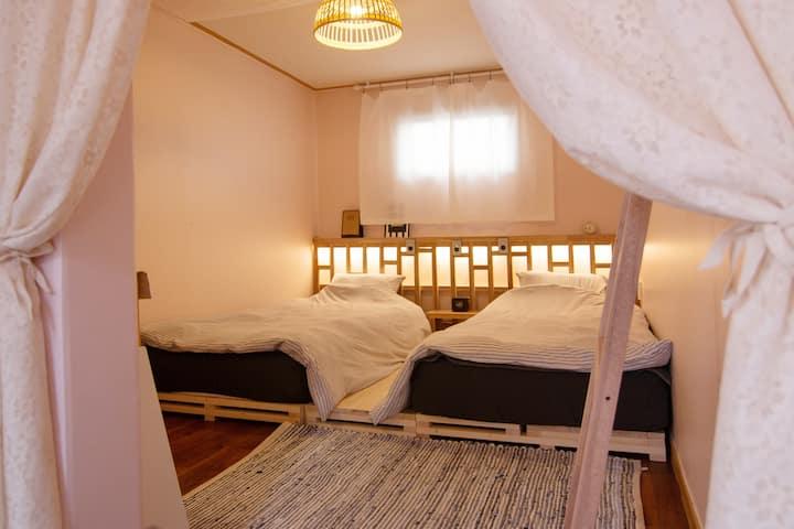 협재해수욕장도보1분,침대붙여사용가능(1~2인실 )101호