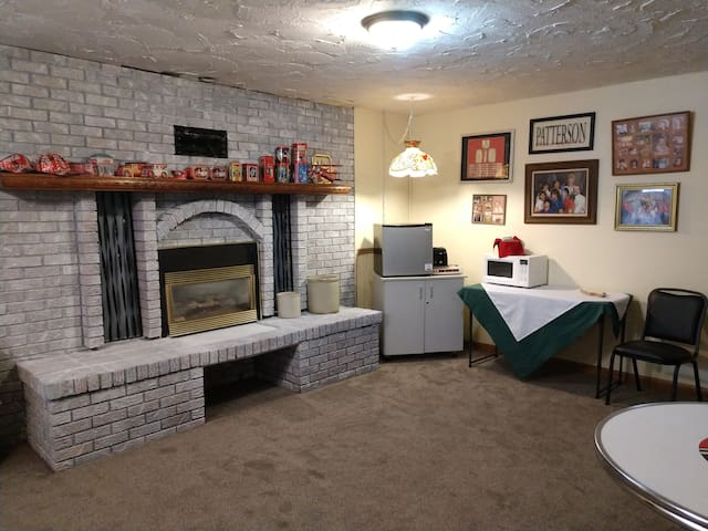 Large Basement apartment 2, 4,or 6 people