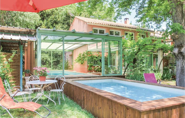 Stunning home in Saint Remy de Provence with WiFi and 4 Bedrooms
