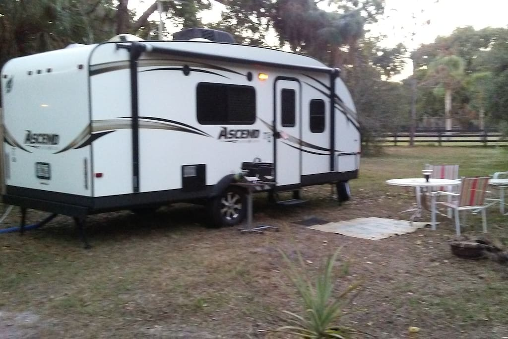 Florida small camper five miles to beach campers rvs for Small motor homes for rent