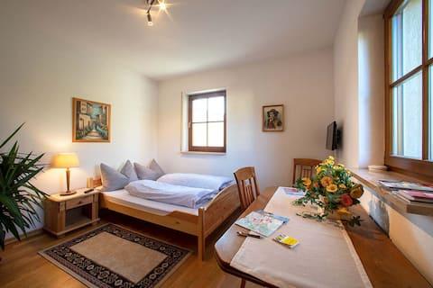 Zimmer im Grünen mit separatem Bad