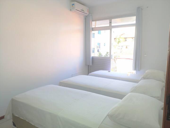 Apartamento quadra da praia (100m) de Canasvieiras