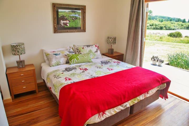 Huntaway bedroom. (Sleeps up to 2 converts to twin beds)