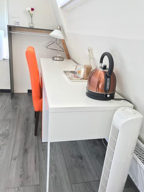 Comfortable room near center near moerwijkstation