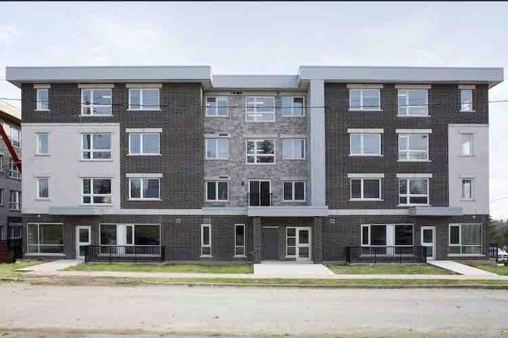 New 1bedroom condo near both universities