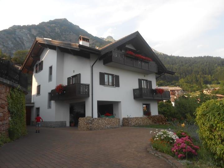 """Casa vacanza """"La Guarda"""" vicina a Terme di Comano."""