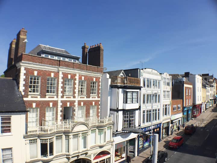 CENTRAL EXETER! 3 bed apartment with roof terrace