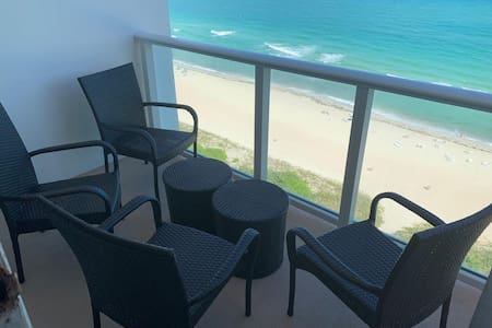 Newly renovated Top-Beach Condo direct Ocean View