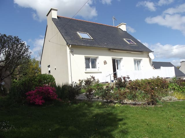 Maison à la campagne vue mer (rade de Brest) - Hanvec - Dům