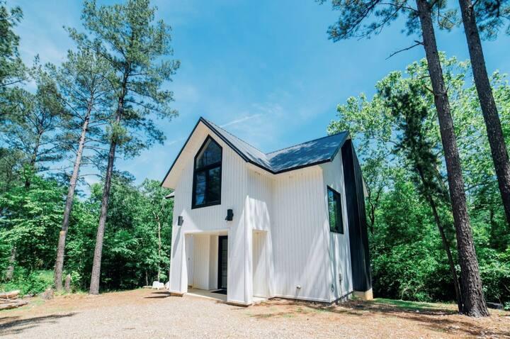 Vail's Bluff Luxury Farmhouse