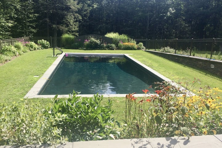 Hudson Valley getaway with pool and sauna