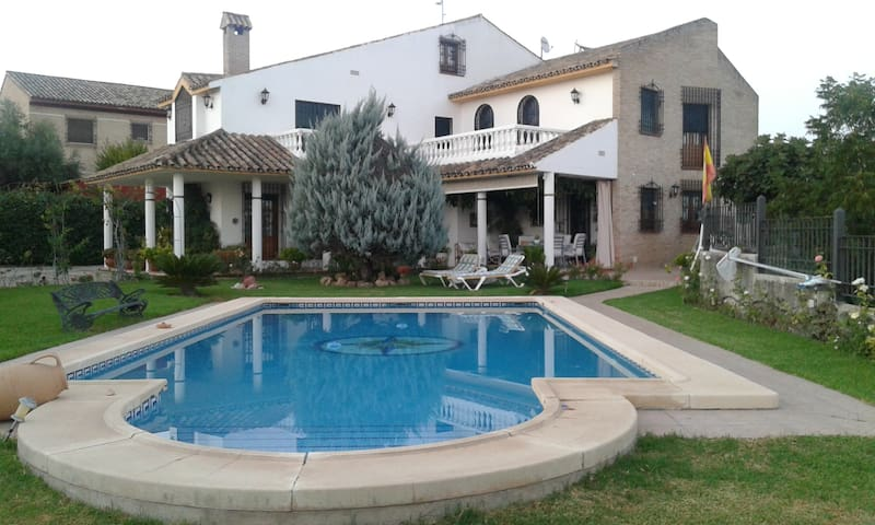 Chalet ideal para visitar Córdoba y DESCANSAR. - Córdoba - Villa