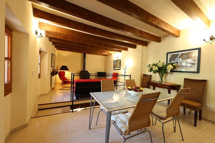 Townhouse with Roof Terrace and wifi in Fornalutx