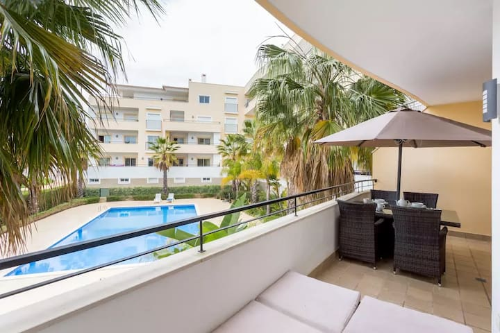 Well-equipped, sunny apartment in historical Lagos