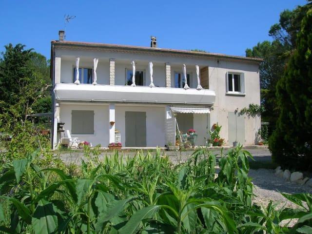 Agréable appartement de 110 m² en RDC - 3 chambres - Crespian - Lägenhet