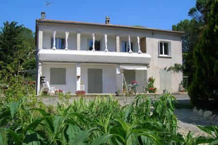 Agréable appartement de 110 m² en RDC - 3 chambres - Crespian