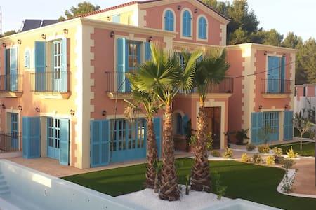 Casa colonial  Sitges Hills para familias y grupos - Olivella