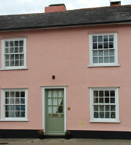 Suffolk Pink House pet friendly