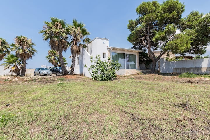 Villa with 3 rooms just a few meters from the sea